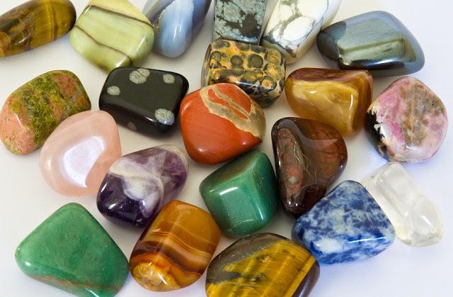 đá thanh tẩy đem lại năng lượng cho trải bài tarot