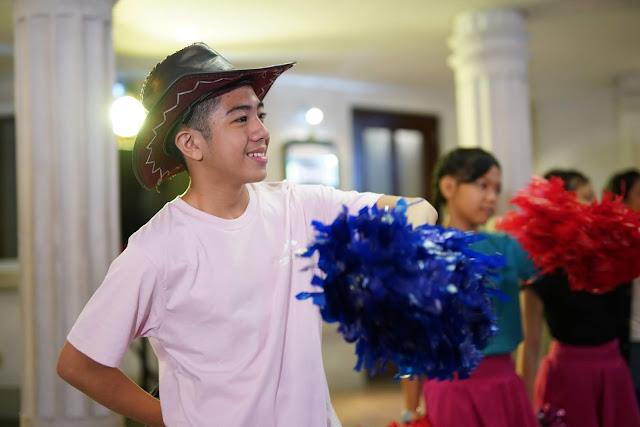 dancing boy at kidzania