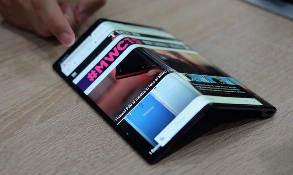 ون بلس تستعد لاطلاق اول هاتف قابل للطي !!