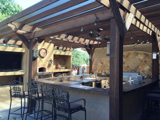 https://pixabay.com/photos/patio-cover-outdoor-kitchen-tile-1748371/