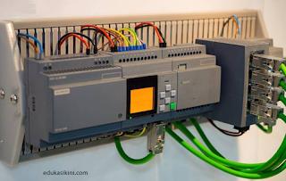 Perbedaan mikrokontroler dengan PLC Penjelasan Secara Detail