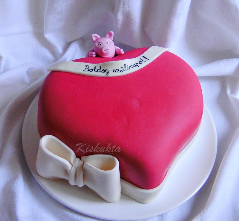 szív torta képek Kiskukta torta: Malacos szív torta szív torta képek
