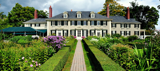 Luxurious Windham Hill Inn – a Relais & Châteaux property in Vermont – features stunning views, exceptional service & country-chic accommodations.