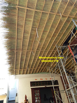 Lợp mái lá tranh lên tre trúc