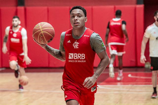 Yago Mateus em treino pelo basquete do Flamengo