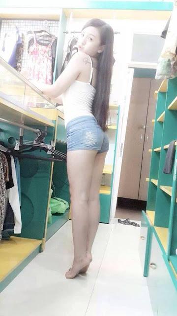 Ảnh hot girl mặc quần ngắn lộ đôi chân thon dài gợi cảm