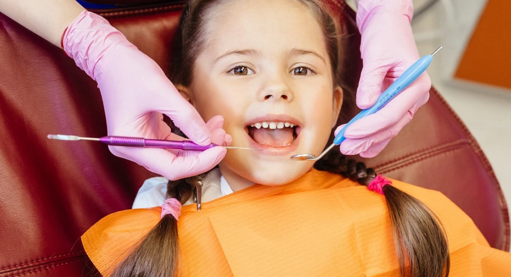 Without fear and tears: how to prepare your baby for the first visits to the dentist
