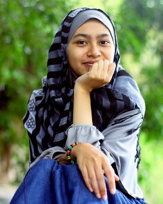 Ratna Mulyana Dewi Cewek Hijaber mansi asal Kota Sorong