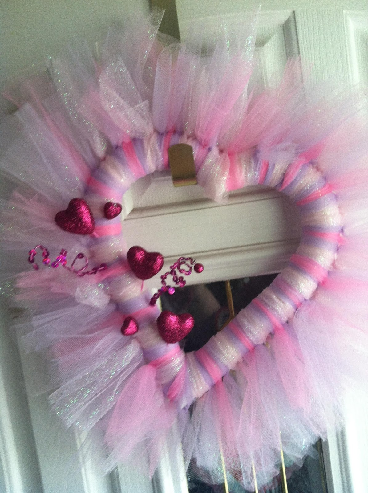 Look What You Can Get For An Hour And Half Of Your Time Around 10 A Super Cute Home Made Valentine S Day Wreath