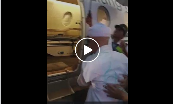 Detik-Detik Saat Ustad Arifin Ilham Dipindahkan Menggunakan Pesawat Menuju RS Penang, Lihat Videonya!