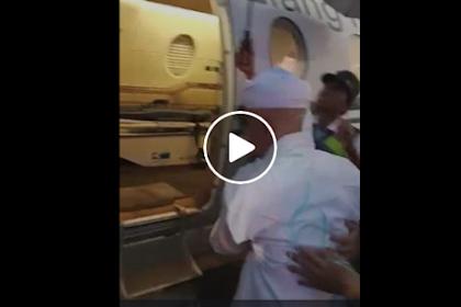 Detik-Detik Saat Ustad Arifin Ilham Dipindahkan Menggunakan Pesawat Menuju RS Malaysia, Lihat Videonya!