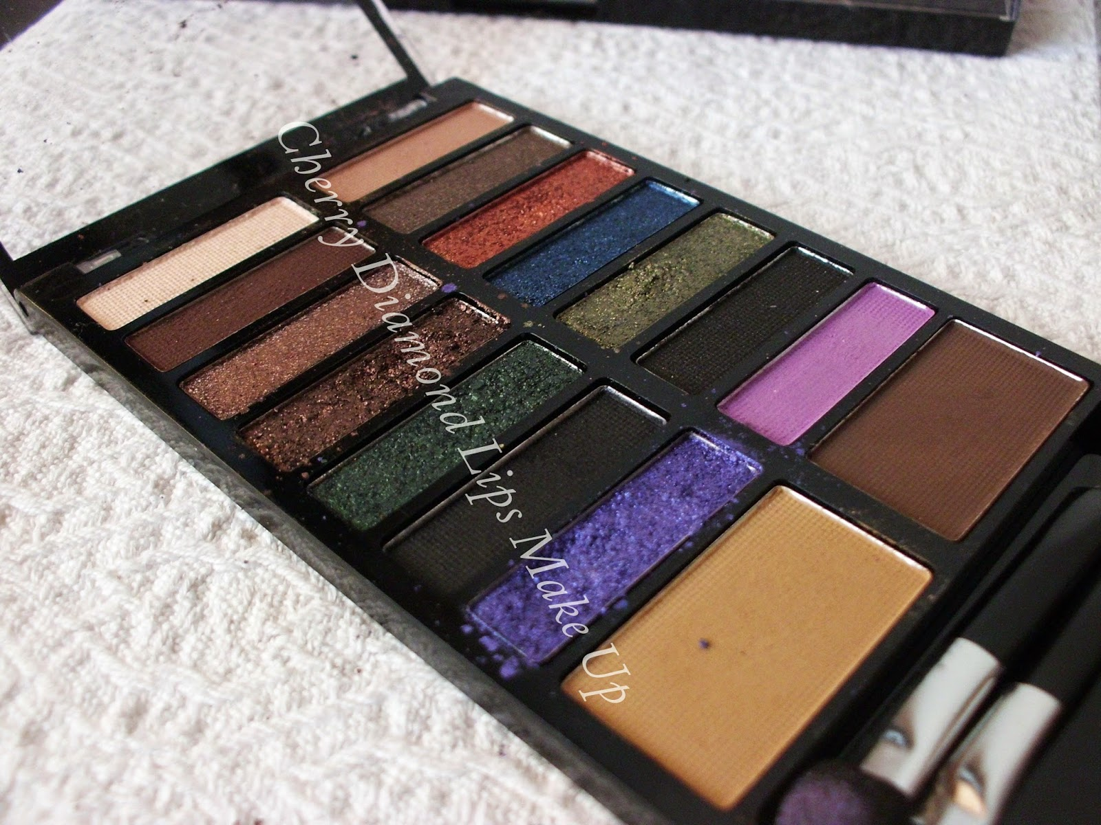 Lock&Load palette di Makeup Revolution