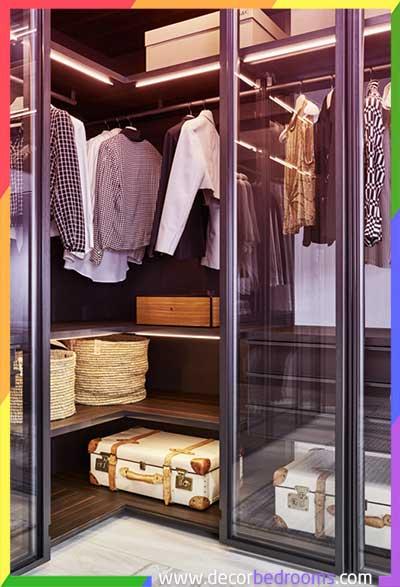 خزانة ملابس في الحائط مع أبواب زجاجية في غاية الأناقة