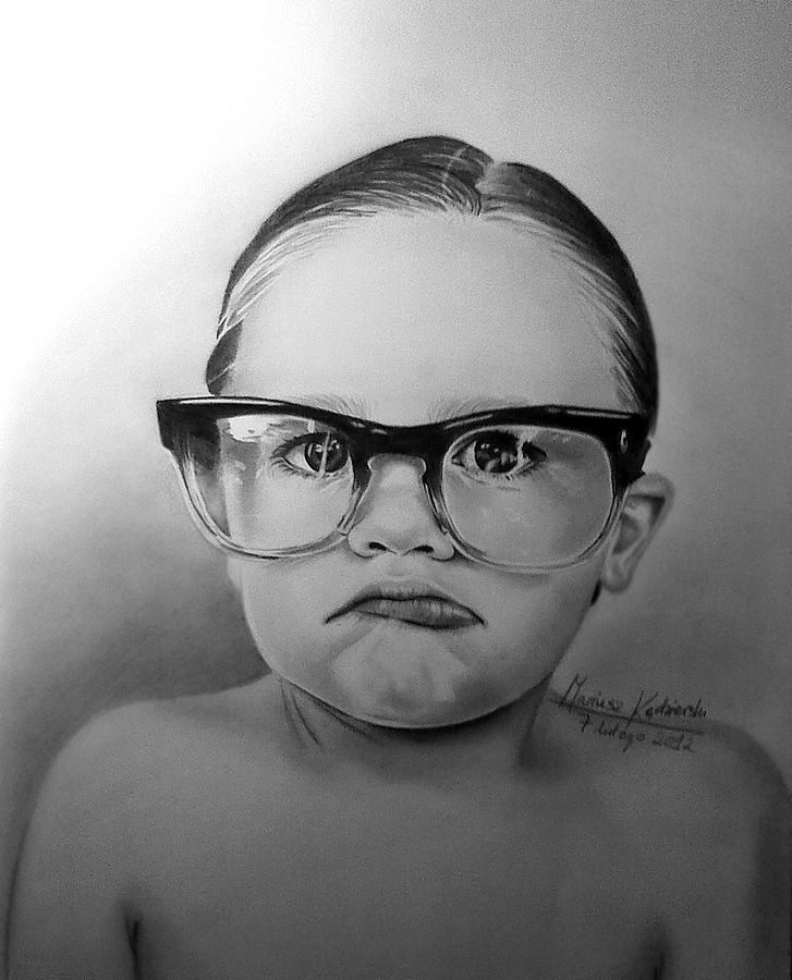 08-Glasses-Mariusz-Kedzierski-Determination-and-Perseverance-in-Portrait-Drawings-www-designstack-co