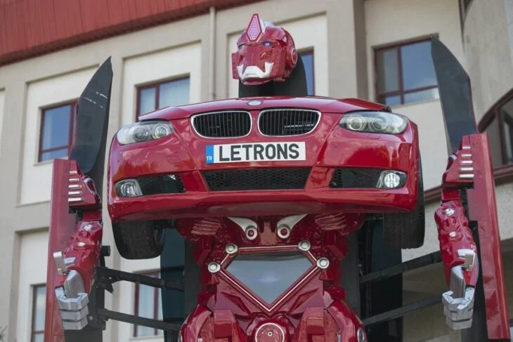Compañía en Turquía construye un Transformer de tamaño real a partir de un BMW