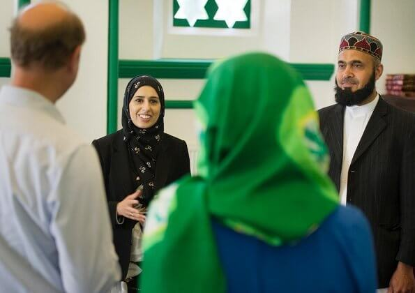The Earl and Countess of Wessex joined volunteers at Shah Jahan Mosque, where they helped pack food parcels