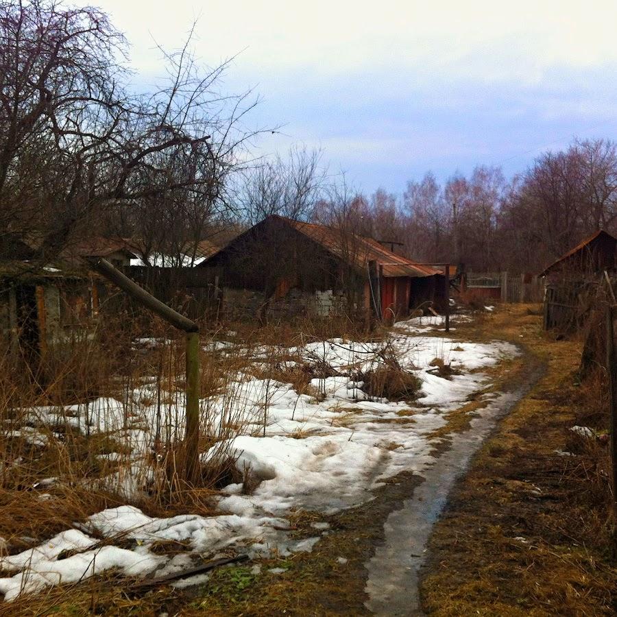 Последний снег. Старые сараи. Март 2014
