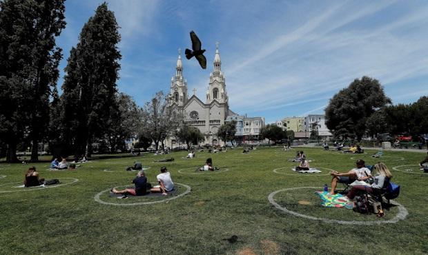 Coronavirus en EE. UU.: San Francisco llena sus parques de círculos en el suelo