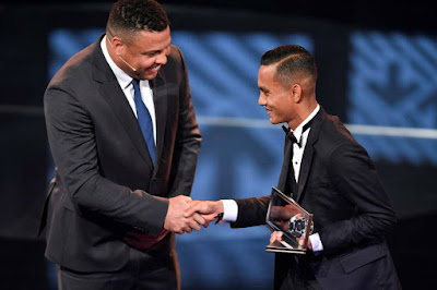 FAIZ SUBRI PEMENANG ANUGERAH PUSKAS FIFA 2016