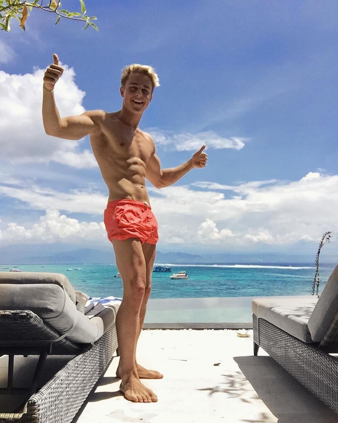 cute-slim-blond-gay-twink-abs-smiling-beach