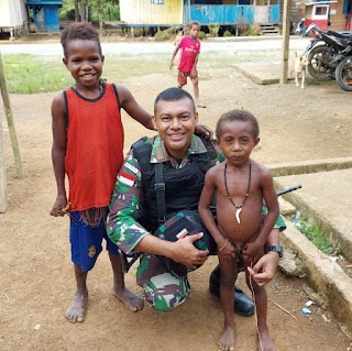 Demi Keamanan dan Kenyamanan Satgas Raider 300 Patroli Kampung Yang Humanis