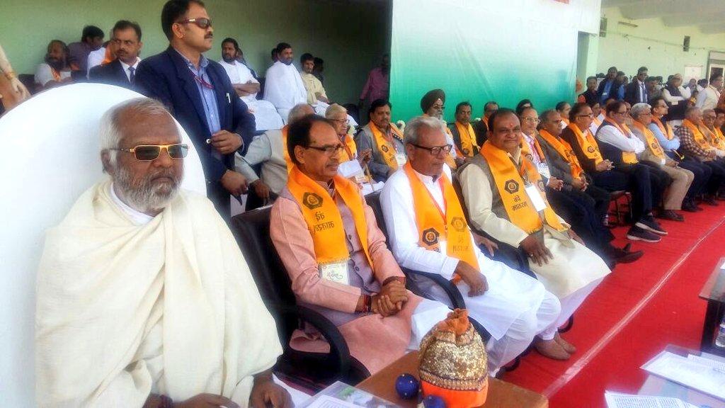 इंदौर में गूंजा वन्देमातरम, 51 हज़ार छात्रों ने लिया भाग-Vande-Mataram-song-played-in-Indore-51-thousand-students-took-part