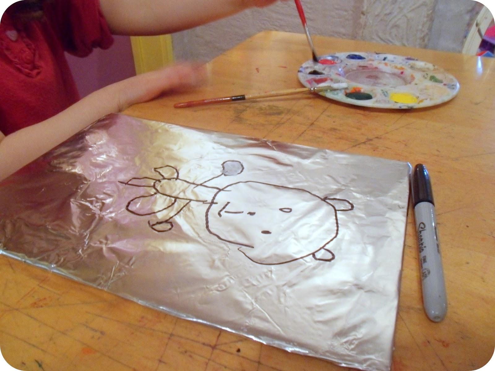 info garderie peinture sur papier aluminium projet artistique avec les pr scolaires. Black Bedroom Furniture Sets. Home Design Ideas