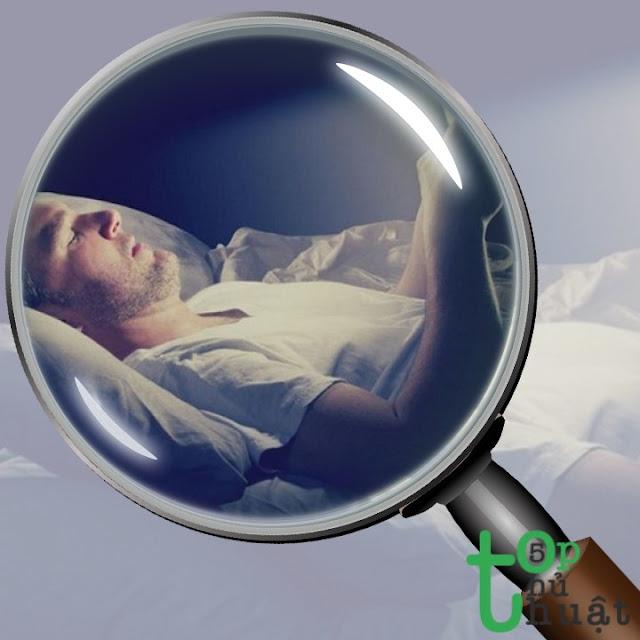 Top 5 lưu ý khi dùng điện thoại vào ban đêm để bảo vệ mắt