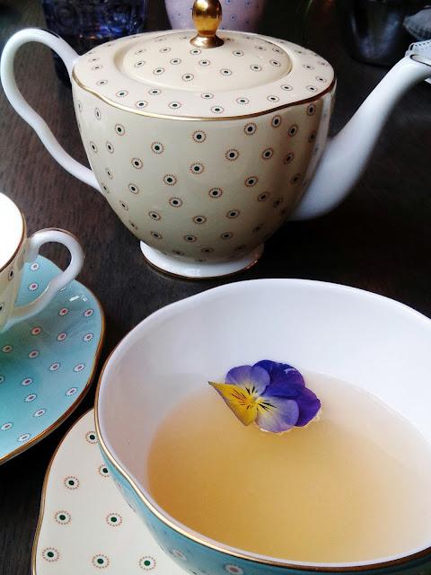 cream tea, gin, tea,afternoon tea, cocktail in a cup, Doulton teapot