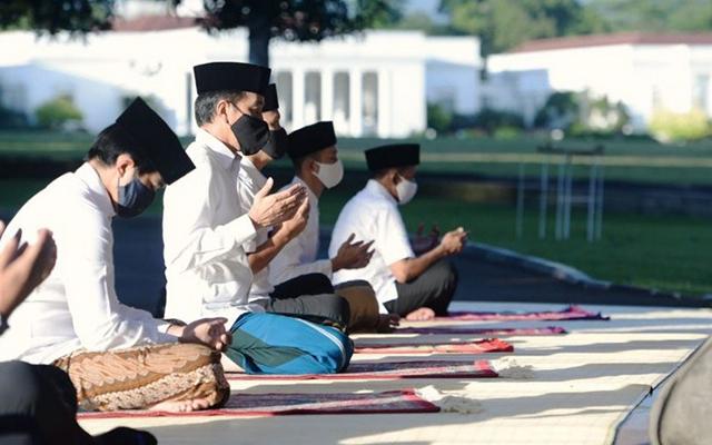 Presiden Jokowi Bersama Keluarga Sholat Idul Adha di Istana Bogor