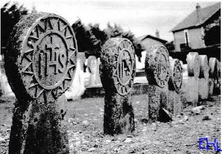 religion mort cimetière tombes discoîdales