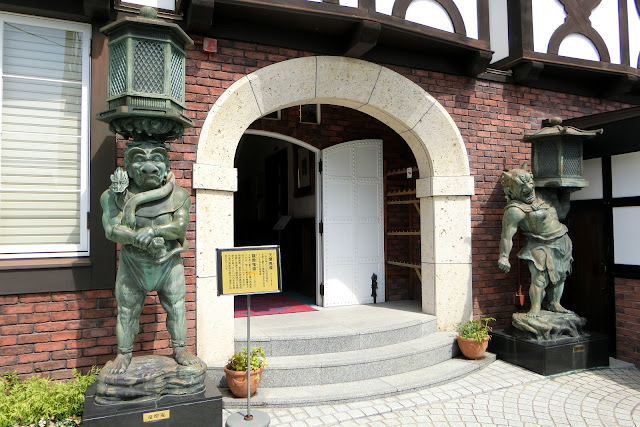 山手八番館入り口