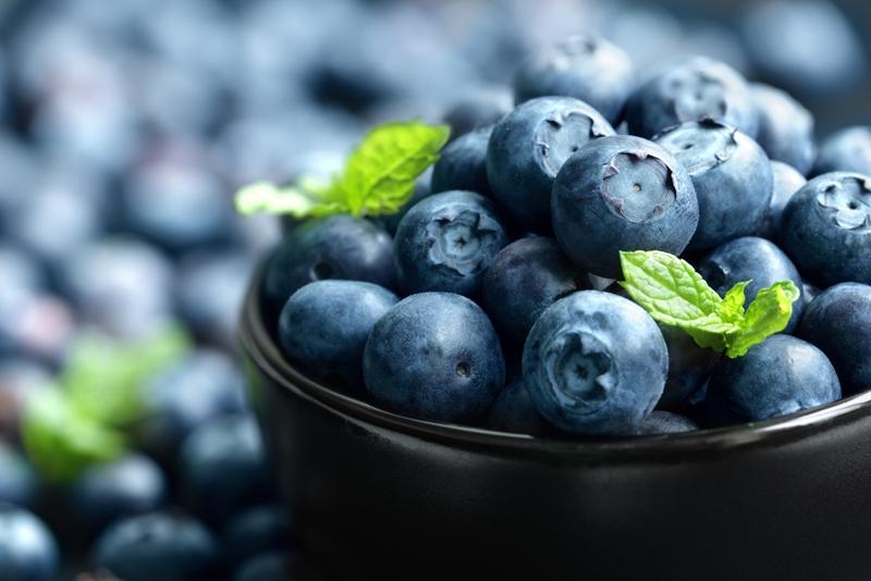 Mavi-mor renkli 5 yaz meyvesi