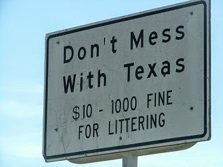A sign showing penalties for littering in Texas.