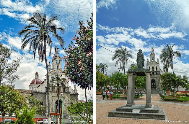 Parque Central, praça principal de Cotacachi, Equador