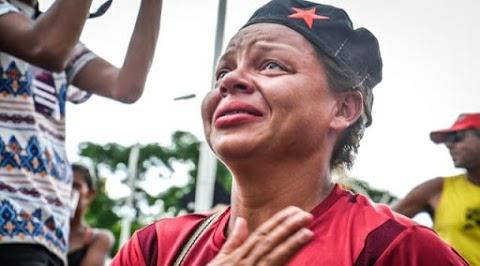 Justiça manda soltar Lula, petistas e simpatizantes em festa