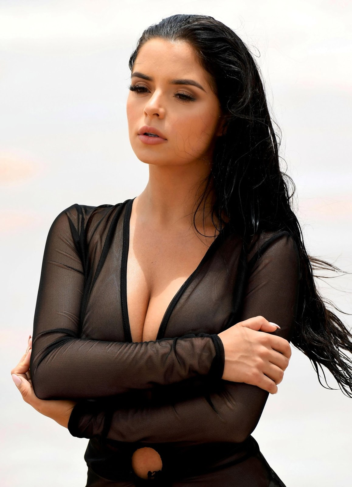 DEMI ROSE MAWBY - NAKED PHOTOSHOOT CANDIDS IN CAPE VERDE