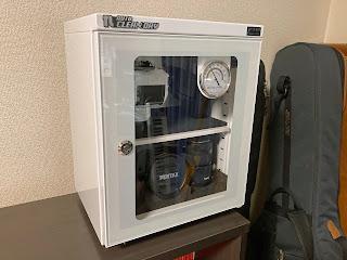 ED-25CAM は棚上にも置けるくらいコンパクト