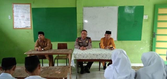 POLICE GOES TO SCHOOL, KBO Sat Sabhara Polres Tanjung Balai Sampaikan Pesan Kamtibmas Kepada Pelajar Yayasan Aras Kabu