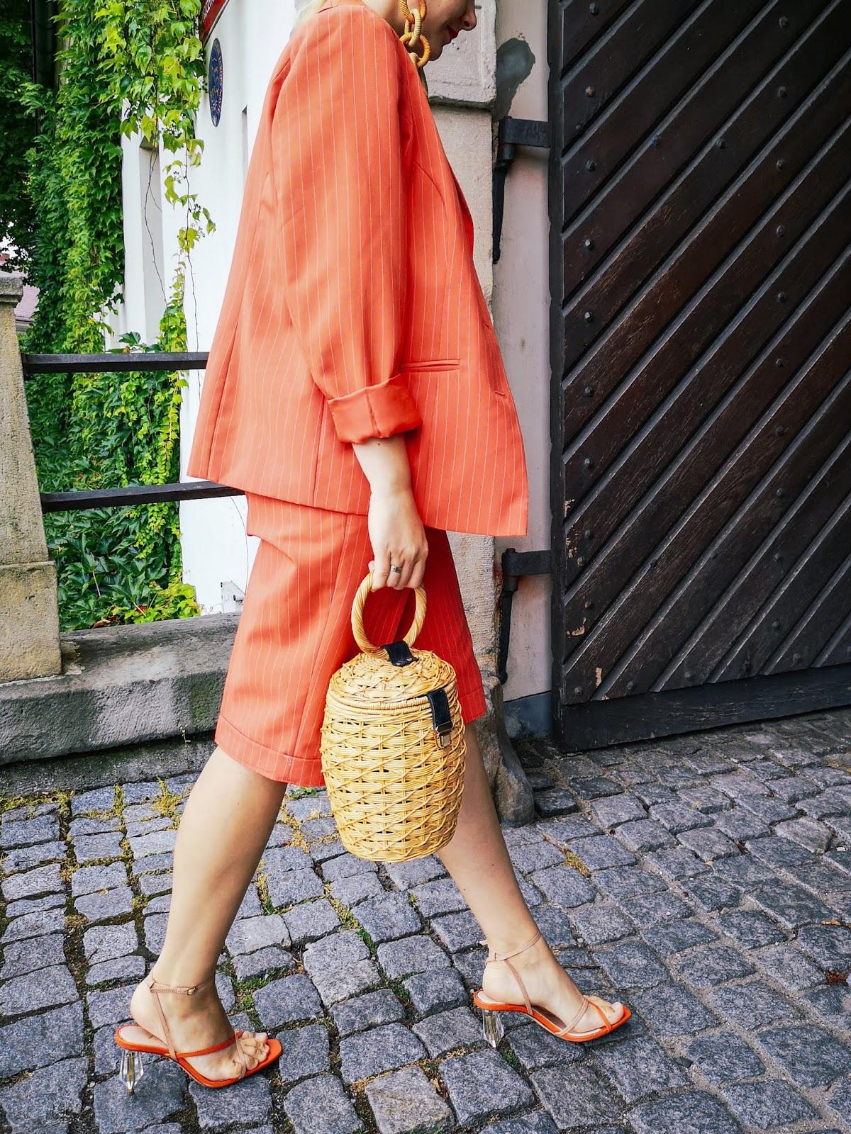 orange women suit; pomarańczowy garnitur, sandały zara