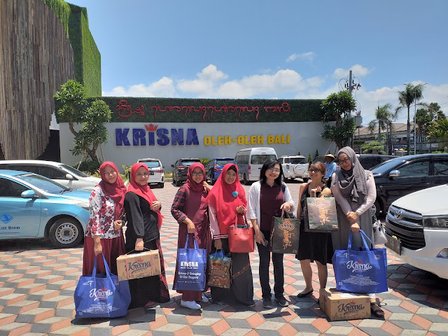 Belanja di Khrisna Oleh Oleh Bali