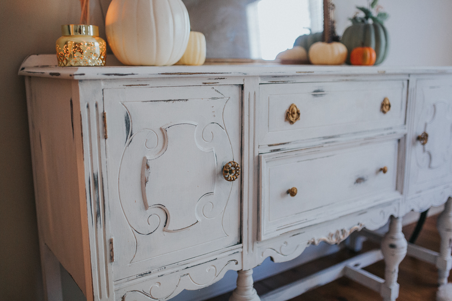 Annie Sloan chalk paint, distressed furniture, farm house furniture, shabby chic furniture