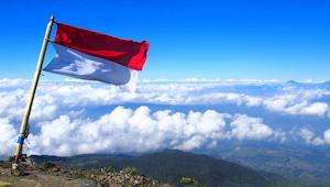 12 Arti Mimpi Lihat Bendera Berkibar Menurut Primbon jawa Lengkap