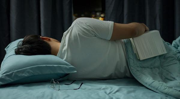 SigloNews - Pandemi Covid-19 menimbulkan masalah yang memicu stres sehingga waktu dan kualitas tidur berkurang. Dirangkum dari berbagai sumber, ada beberapa tips yang bisa dilakukan agar tidur lebih nyenyak dan berkualitas di masa pandemi Covid-19.