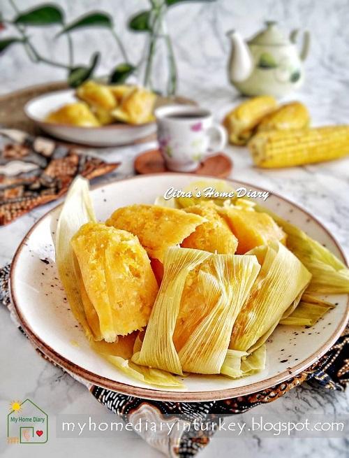 Lepet Jagung (Pudak Jagung) /Indonesian snack: Steamed Sweet Corn cake | Çitra's Home Diary. #indonesianfood #indonesisch #jajajantradisional #jajanpasar #lepetjagung #cornrecipeidea #sweetcornrecipe #resepmasakannusantara #indonesiansnack #endonezyamutfağı