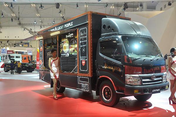 truk dyna Sanana Sula Maluku Utara