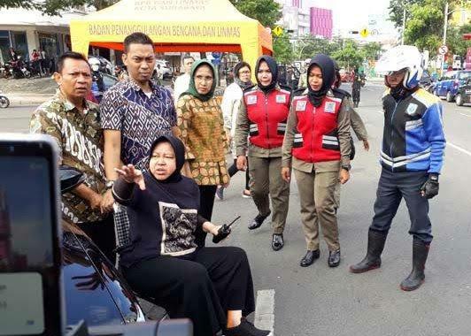 Wali Kota Surabya, Larang Truk Parkir Dilokasi Longsor