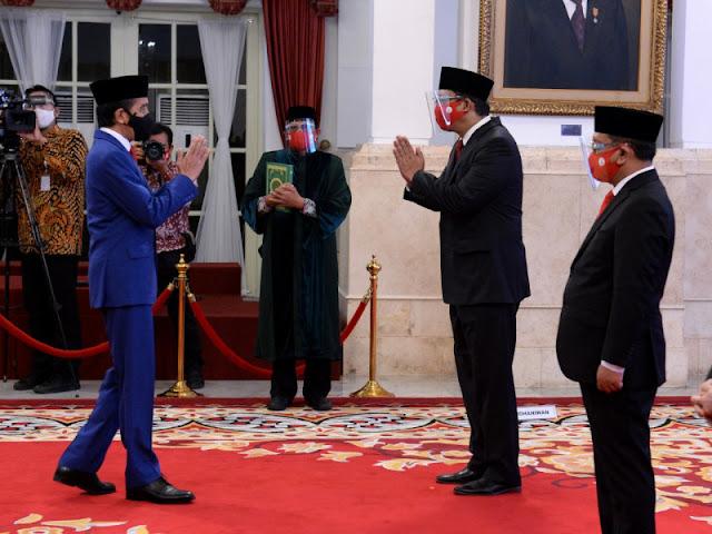 Jokowi Lantik Orang Dekat Luhut Panjaitan Jadi Bos LPS