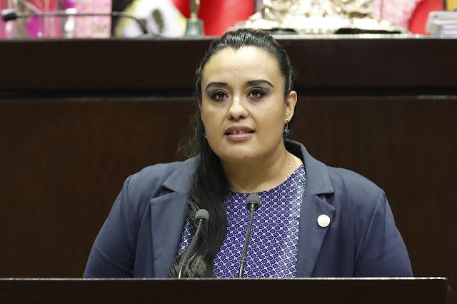 Propone María Beatriz López servicio gratuito de estacionamiento para usuarios y clientes no mayor a tres horas