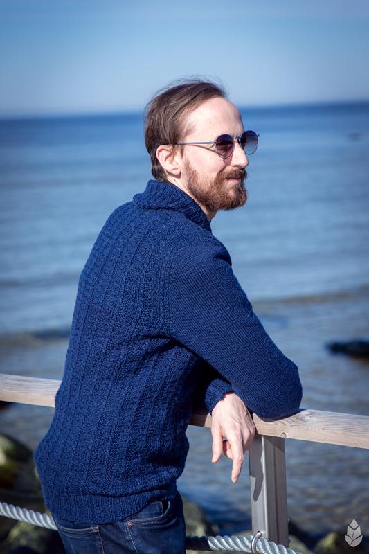 Tumesinine sviiter / Dark Blue Sweater